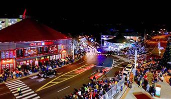Gatlinburg Christmas.Gatlinburg S 43rd Fantasy Of Lights Christmas Parade To Air