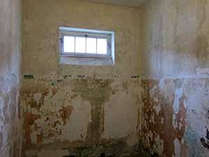 dachau prison cell