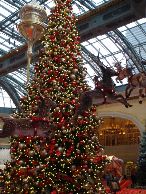 Spectacular christmas decorations bellagio conservatory for When does las vegas decorate for christmas
