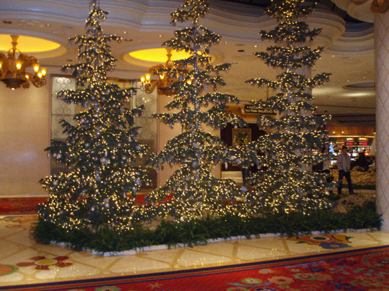 Spectacular christmas decorations the wynn hotel for When does las vegas decorate for christmas