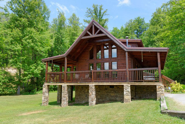 Honeymoon getaways cozy cabins smoky mountains for Pigeon forge cabins with fishing